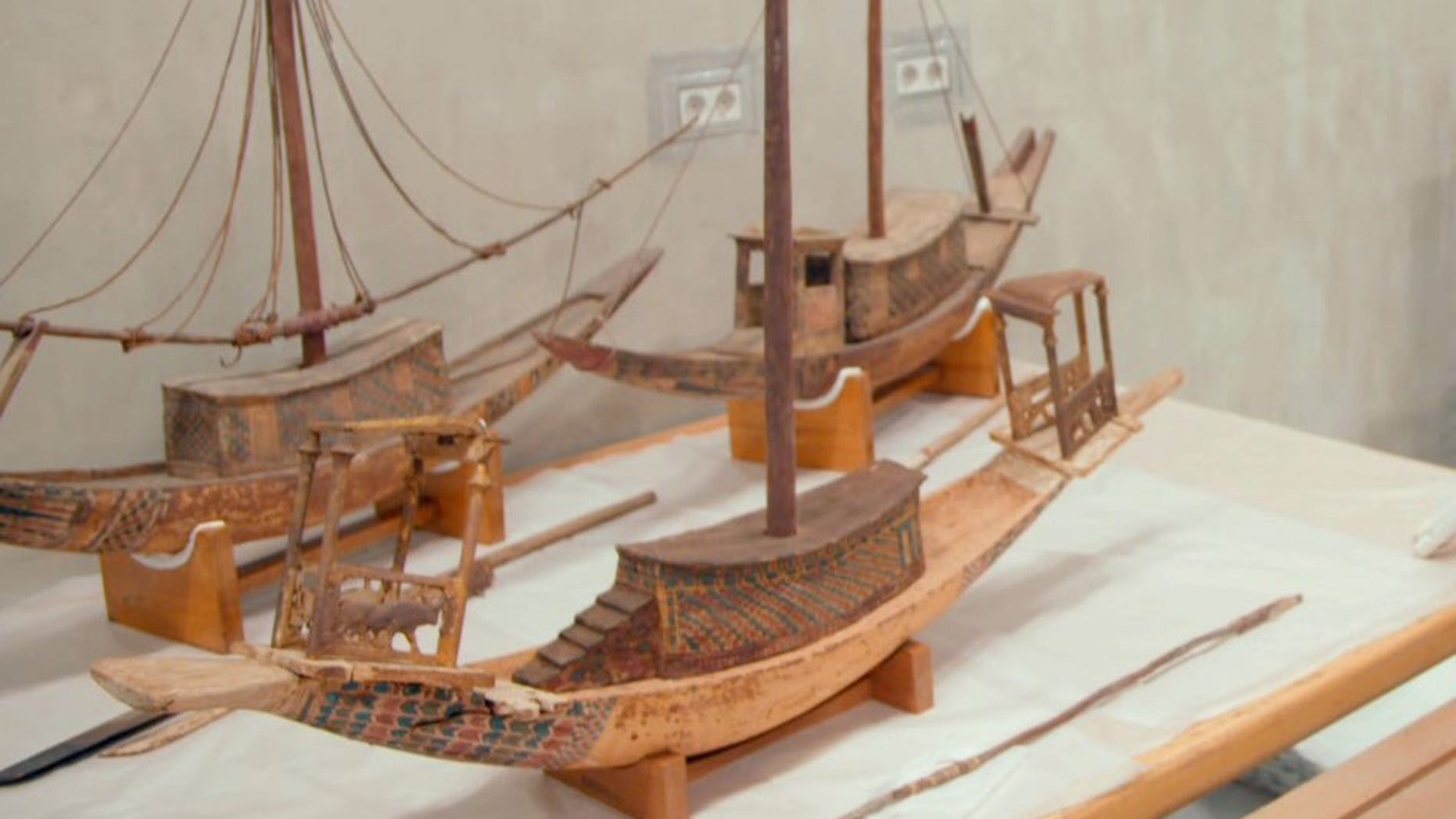 The newly rediscovered mast and boat pieces belonged to the boat in the foreground, meant for King Tut's afterlife.