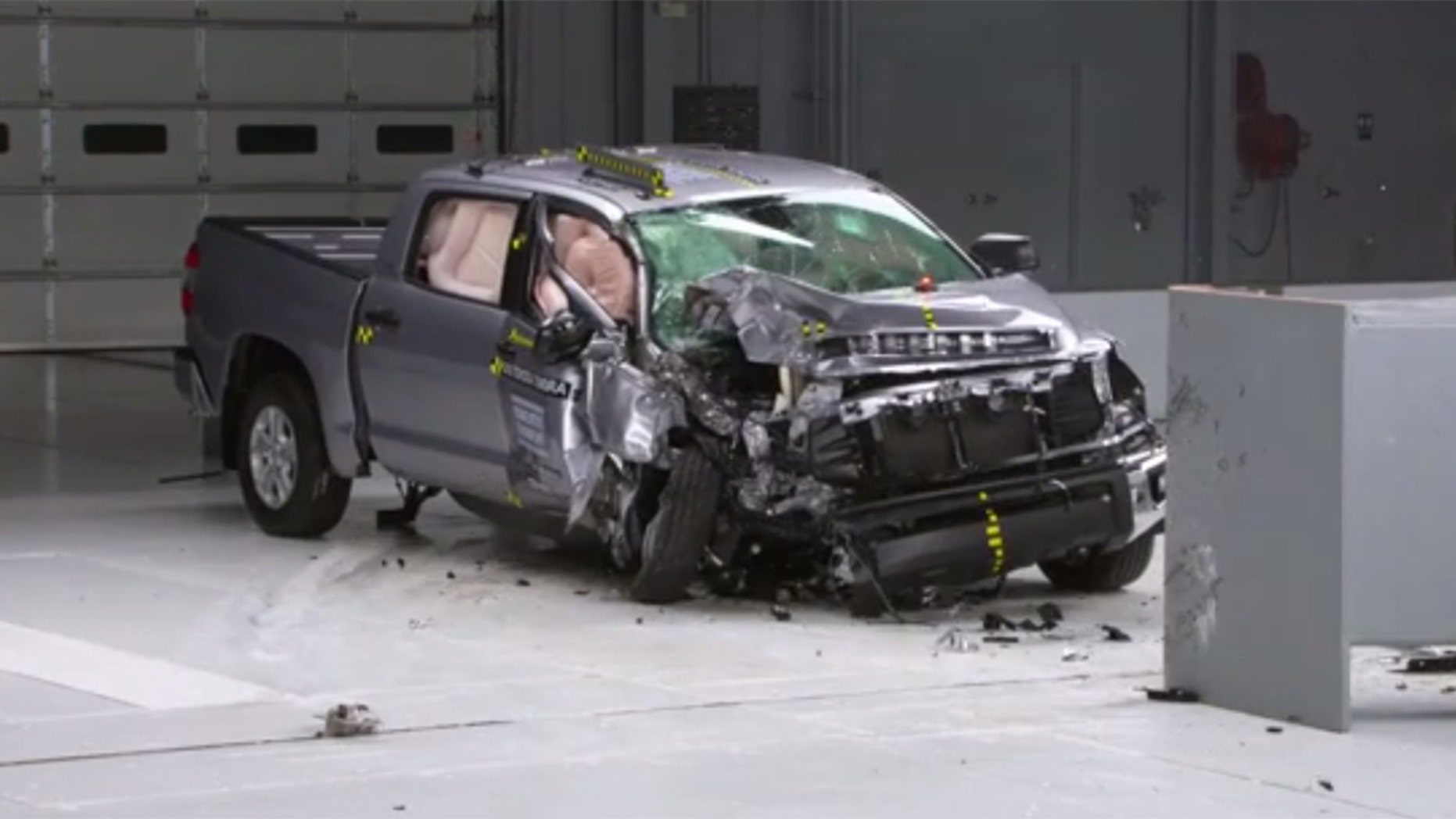 IIHS: Pickup trucks skimp on passenger-side safety