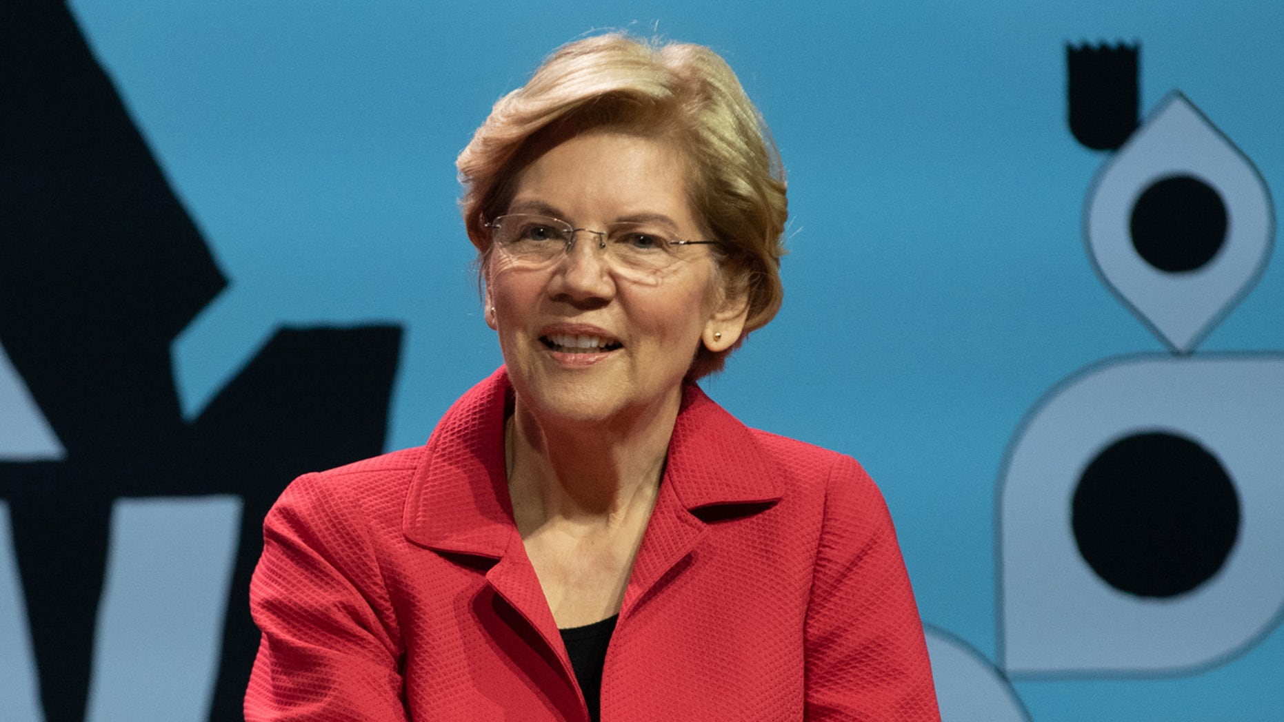 2020 Presidential hopeful Sen. Elizabeth Warren was filmed running through Penn Station in New York City to make it to her train on time on Monday afternoon.