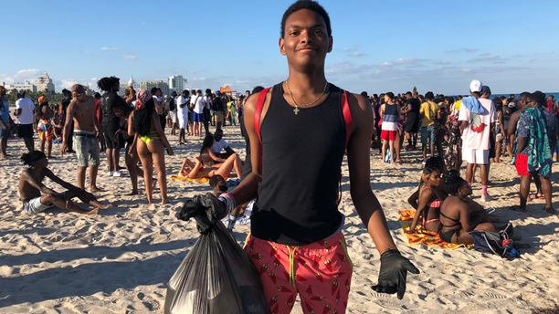 Joshua Caraway, 19, a freshman at the University of West Georgia, helped keep Miami Beach clean during spring break. (@OfficialJoelF/Twitter)