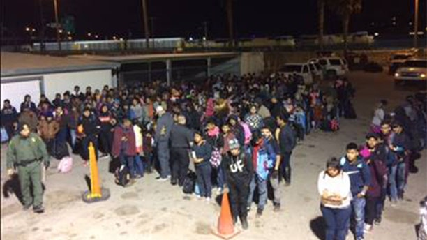 U.S. Border Patrol agents working in El Paso apprehended two large groups of illegal immigrants consisting of over 400 people withinfive minutes.