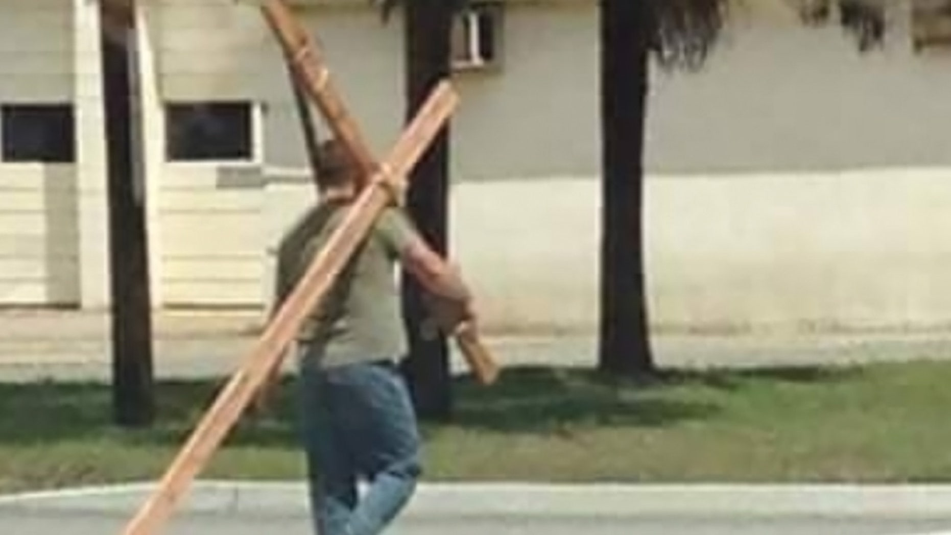 """Acie Burleson, 34, is carrying a wooden cross from his home state of South Carolina to the Grand Canyon to spread the """"message of Jesus."""""""