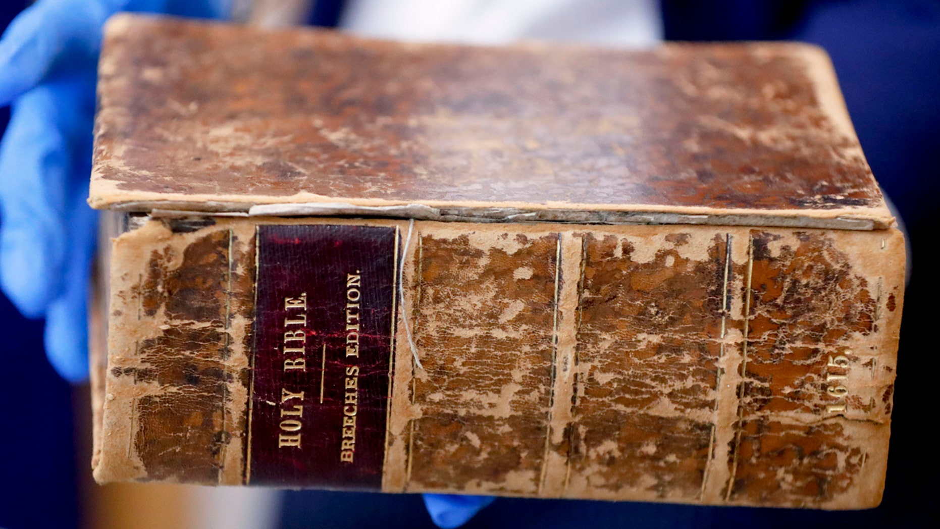 Westlake Legal Group GenevaBible2 400-year-old Pilgrims Bible stolen from US as part of $8M heist returns home: FBI fox-news/world/religion/christianity fox-news/us/crime/robbery-theft fox-news/us/crime fox-news/faith-values/faith fox-news/faith-values fox news fnc/science fnc Caleb Parke article ad301c90-aa6c-5880-a2d2-5fc291dc10a3