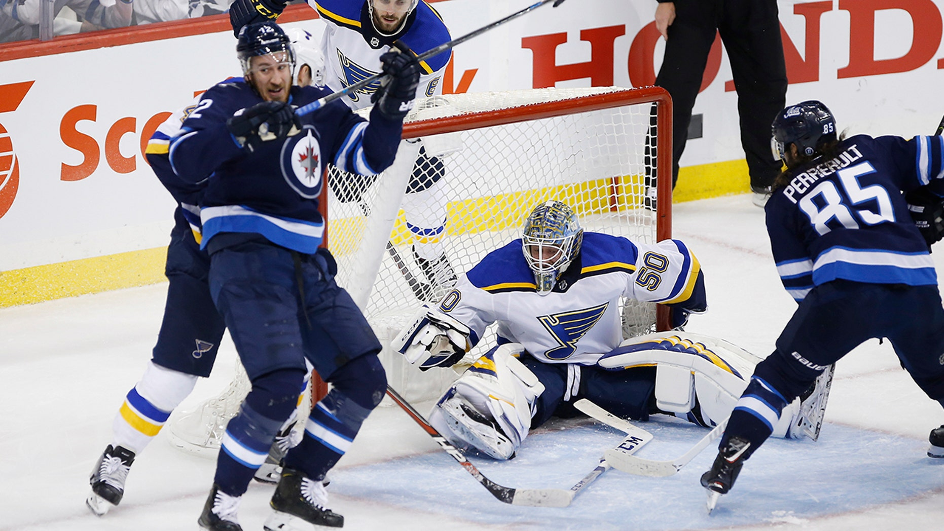 Blues clinch series versus Jets; Will face victor  of Dallas-Nashville series