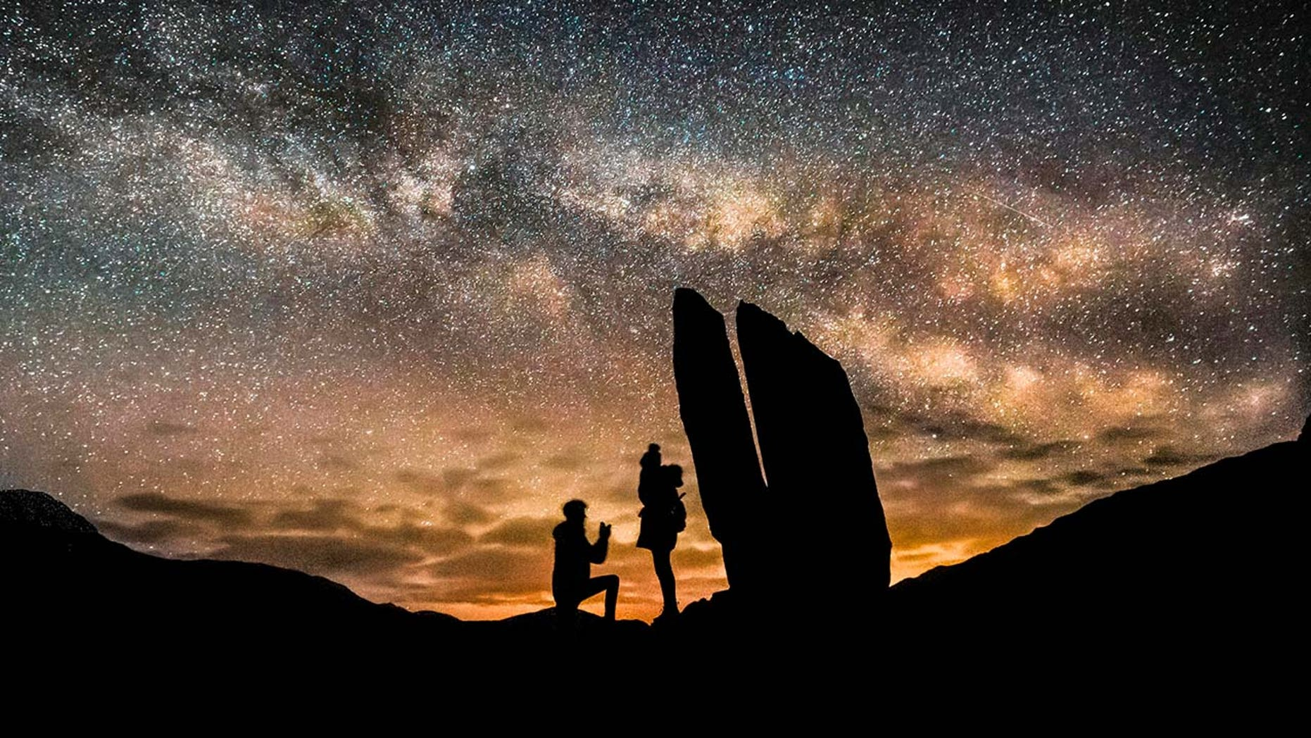 Westlake Legal Group a Man proposes to girlfriend before the Milky Way in stunning photos SWNS Sarah Ward fox-news/lifestyle/relationships fox-news/lifestyle fnc/great-outdoors fnc effa2719-0d4f-53a8-aa00-45ca8cc1c185 article
