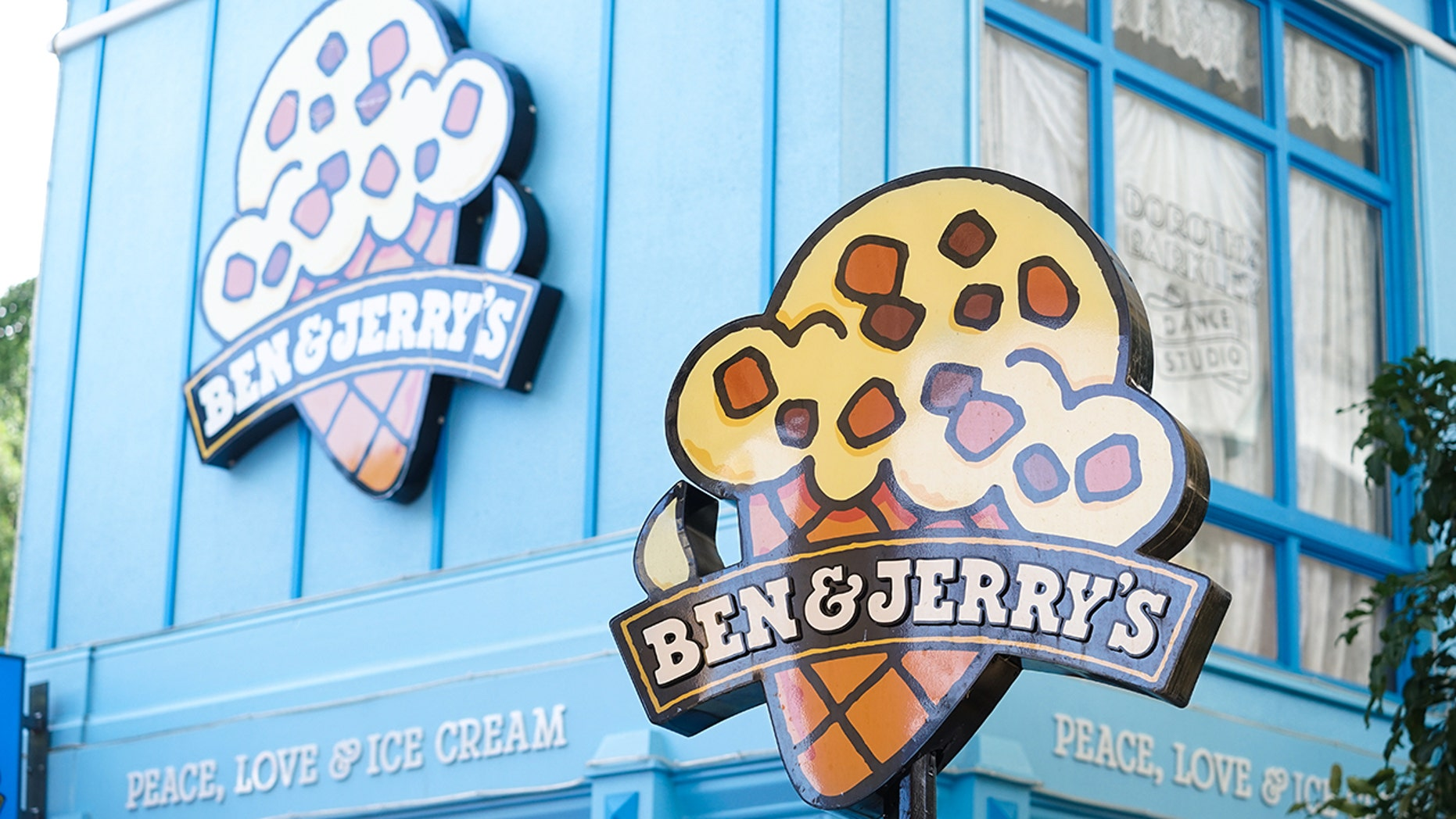 Ben & Jerry's Ice Cream Parlor in Movie World's Gold Coast. Ben & Jerry & # 39; s filed a petition to cancel previous marijuana convictions