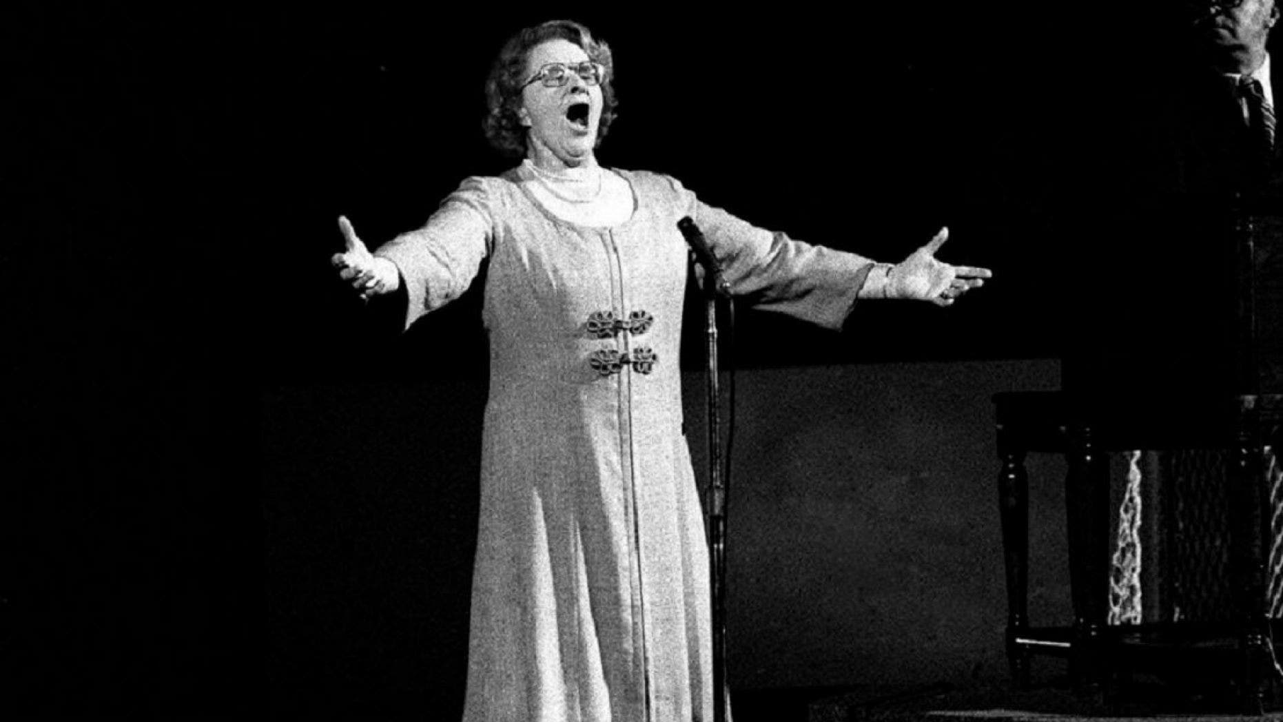 "Kate Smith performs ""God Bless America"" before a Philadelphia Flyers hockey game during the 1970s. (Associated Press)"