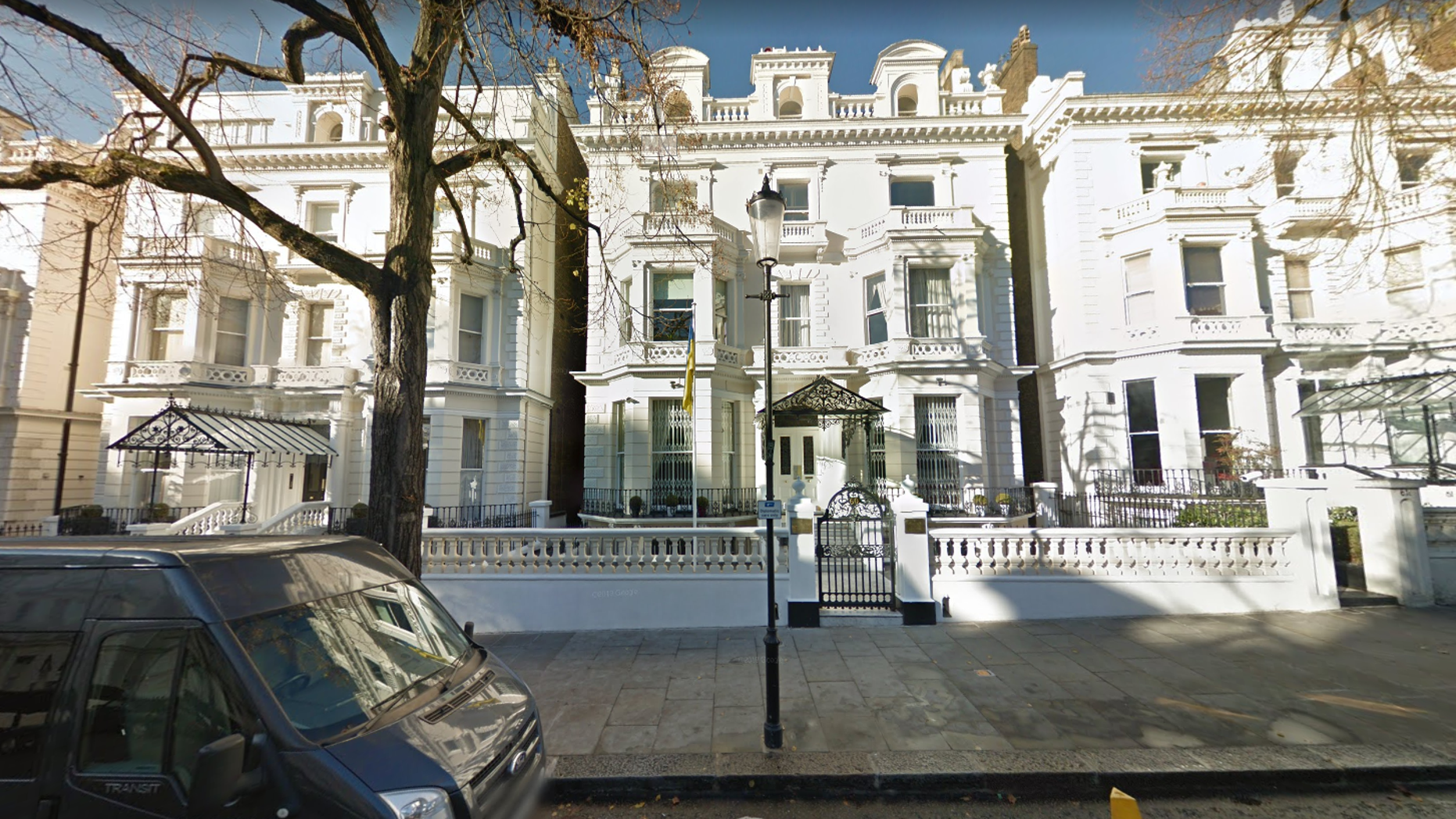Holland Park: Police open fire on auto  racing towards Ukrainian embassy