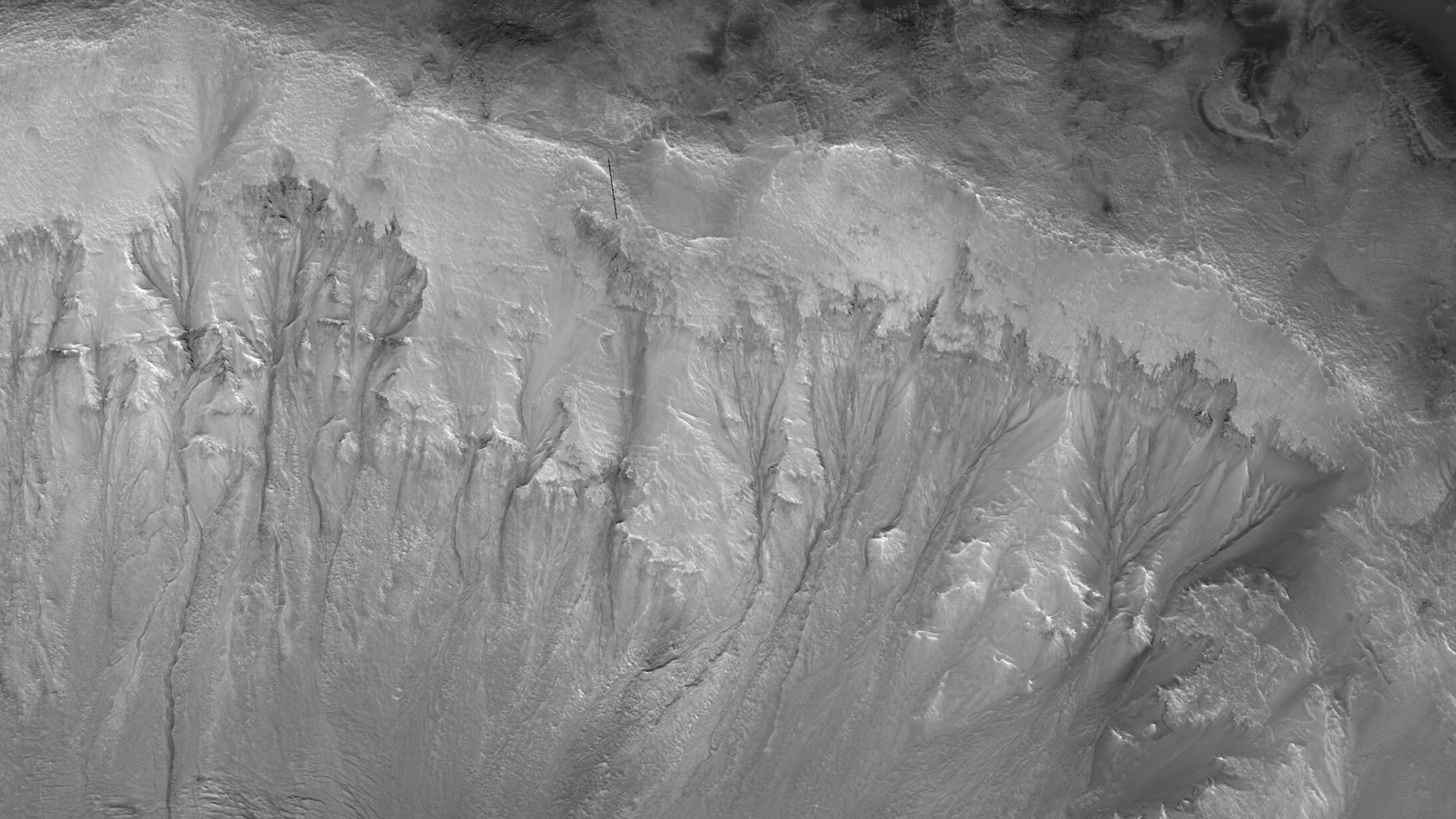 Repeating slope Linna on the walls of Palicir's foot on Mars. (Author: NASA / JPL / University of Arizona)