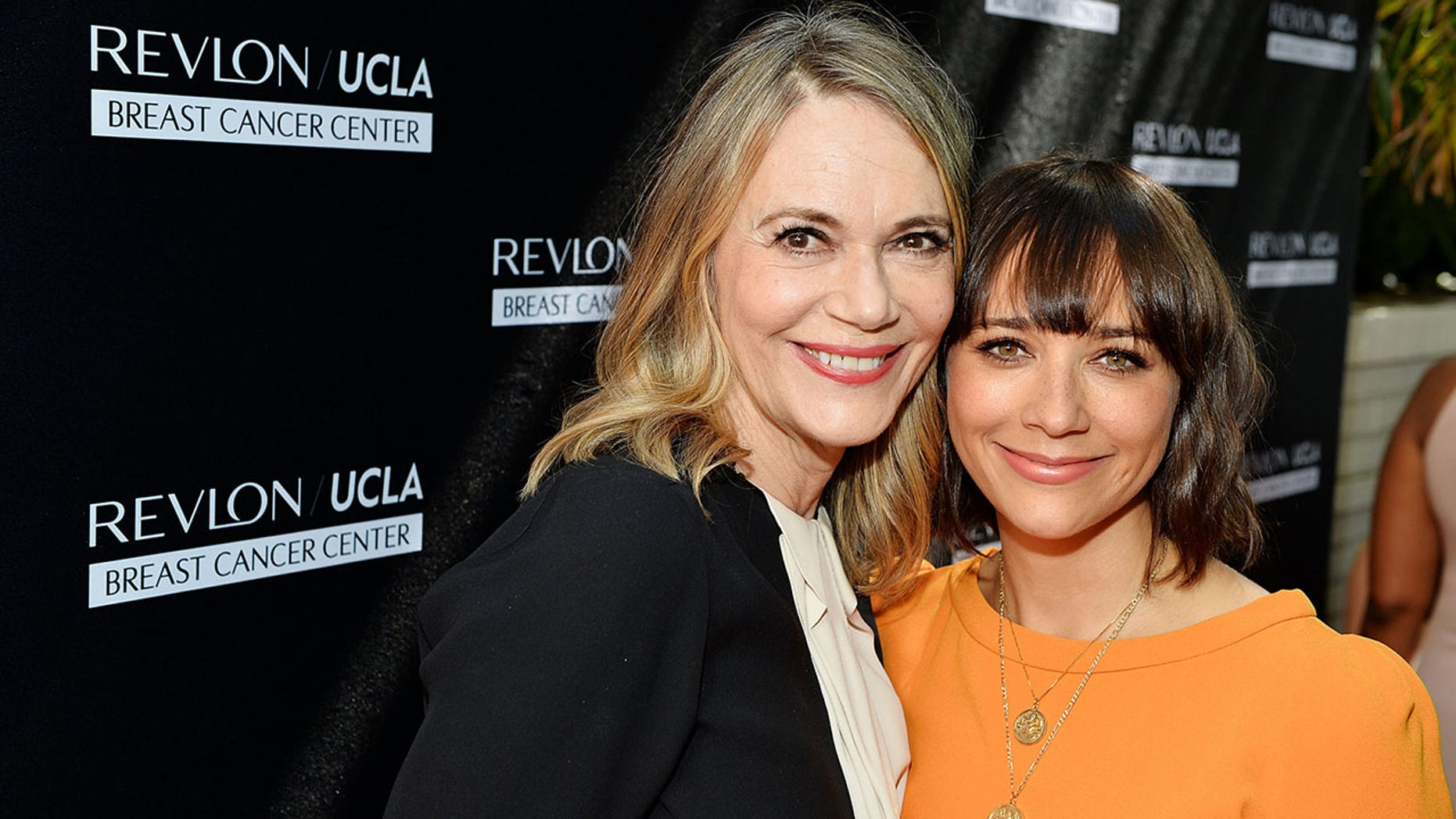Actress Peggy Lipton, pictured here with daughter Rashida Jones, passed away.