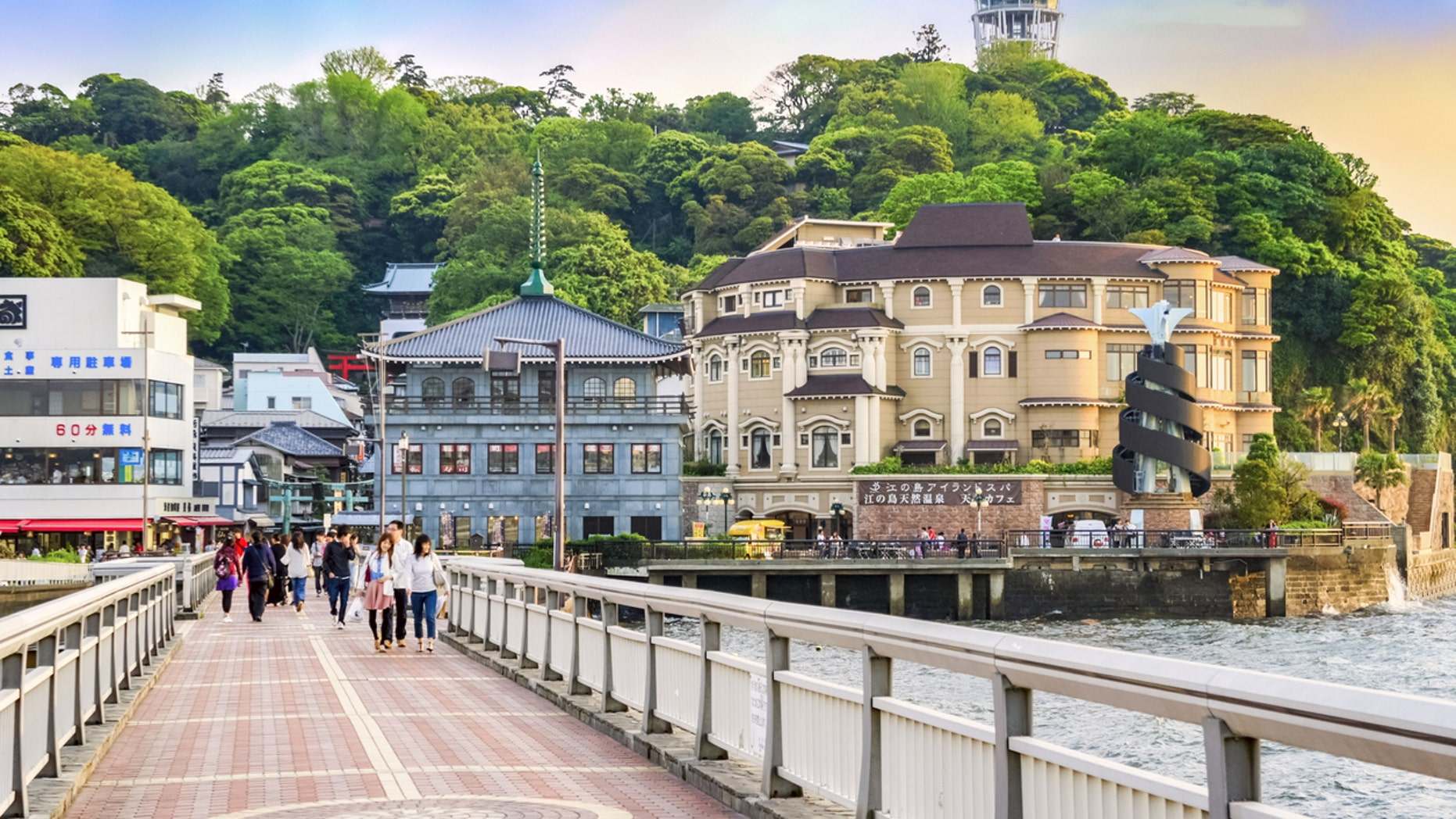 Kamakura, Japan, a seaside city in Kanagawa Prefecture known for surfing, Shinto shrines, Buddhist temples, and the Great Buddha of Kamakura is now requesting tourists and residents to refrain from eating while walking around the city.