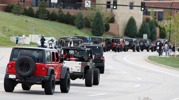 More than 600 Jeeps form a caravan to the memorial. (AP Photo/David Zalubowski)