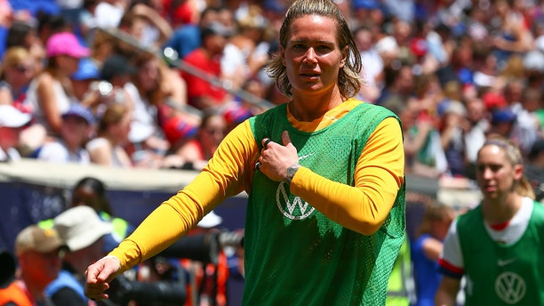 United States of America goalkeeper Ashlyn Harris (18) warms up during the 2nd half of a match (Photo by Rich Graessle/Icon Sportswire via Getty Images)