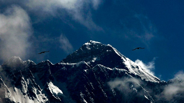 Seasoned mountaineers say the Nepal government's failure to limit the number of climbers on Mount Everest has resulted in dangerous overcrowding and a greater number of deaths.