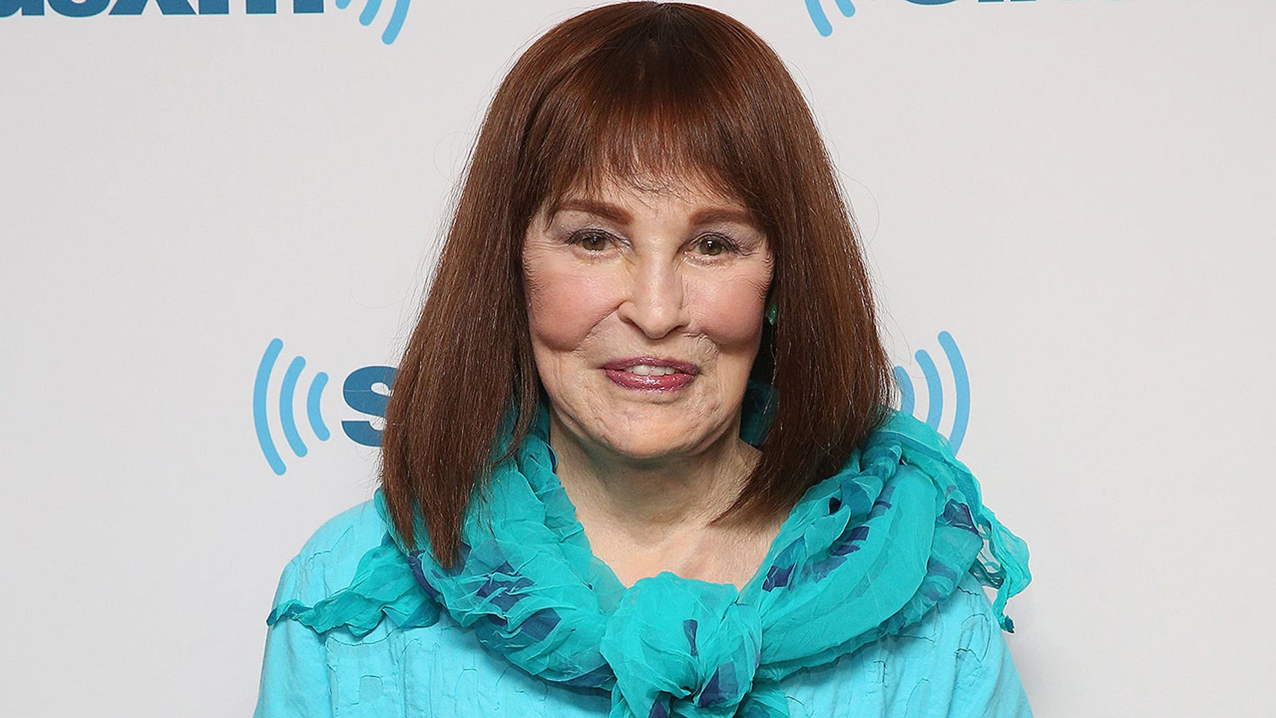 Gloria Vanderbilt died, her son Anderson Cooper revealed. The heir, the socialite, the model and the fashion designer were 95.