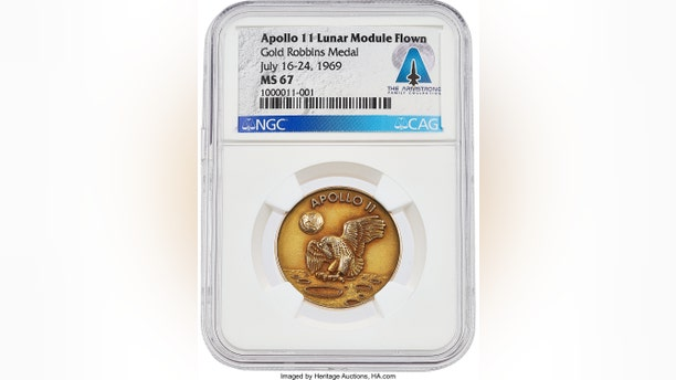 The medal features the original concept for the Apollo mission insignia. (Heritage Auctions)