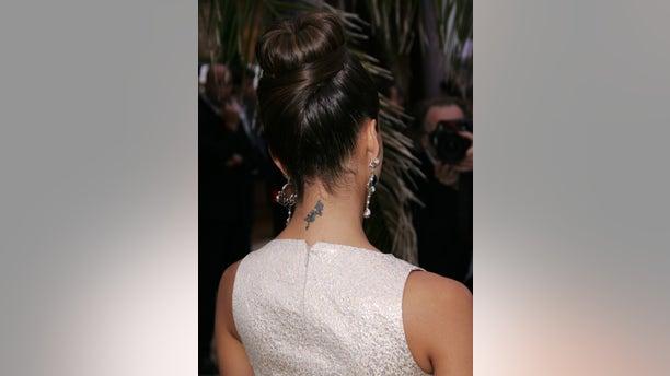 Jessica Alba's neck tattoo in 2008.