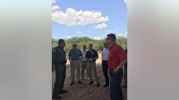 Roger Marshall meeting with officials at the border