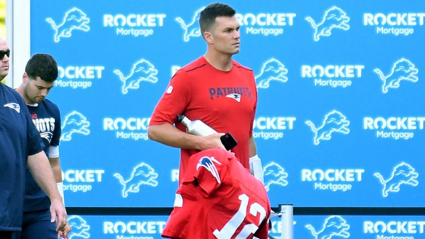 New England Patriots quarterback Tom Brady arrives by bus to the Detroit Lions' NFL football training facility in Allen Park, Mich., Monday, Aug. 5, 2019. (Daniel Mears/Detroit News via AP)