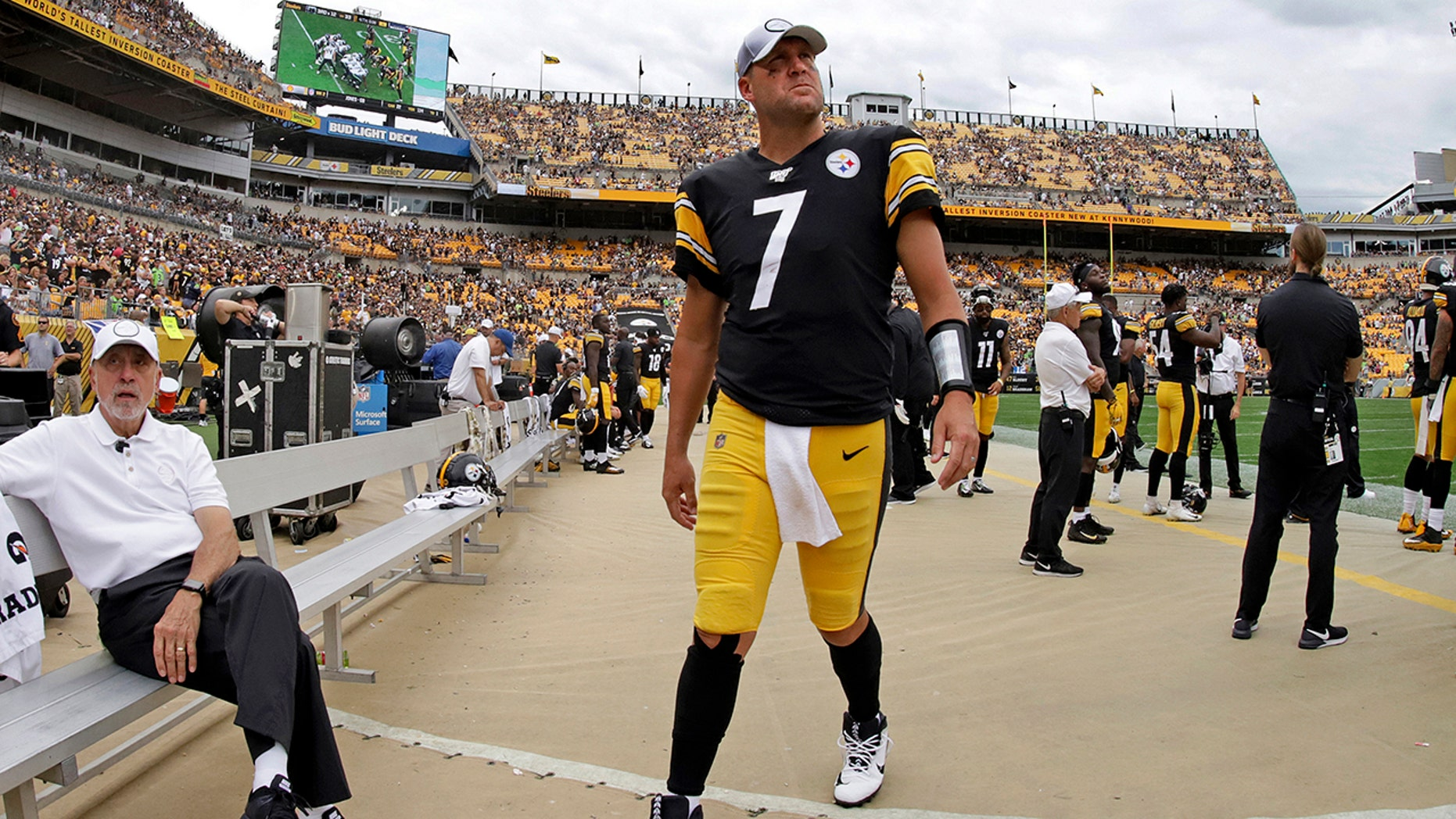 Pittsburgh Steelers quarterback Ben Roethlisberger (7) walks off the field as time runs out in a loss to the Seattle Seahawks in an NFL football game in Pittsburgh, Sunday, Sept. 15, 2019. (AP Photo/Gene J. Puskar)