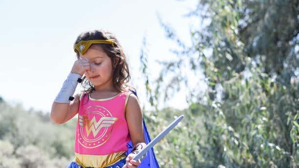 Aliyah removes her eye patch.