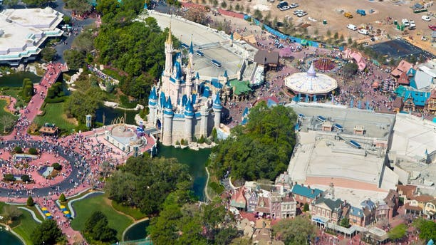 Walt Disney World reopened to the public on Wednesday morning, resuming a mostly normal schedule of operations, as Hurricane Dorianlooms.