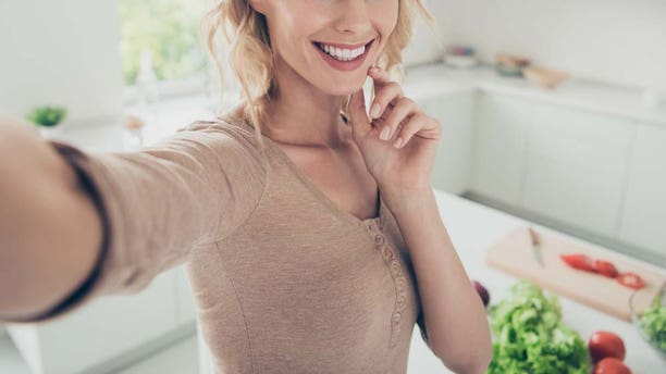 """Say hello to the """"Chin Shelf"""" - the latest trend that'll help you nail the perfect """"sultry"""" selfie - and it couldn't be easier."""