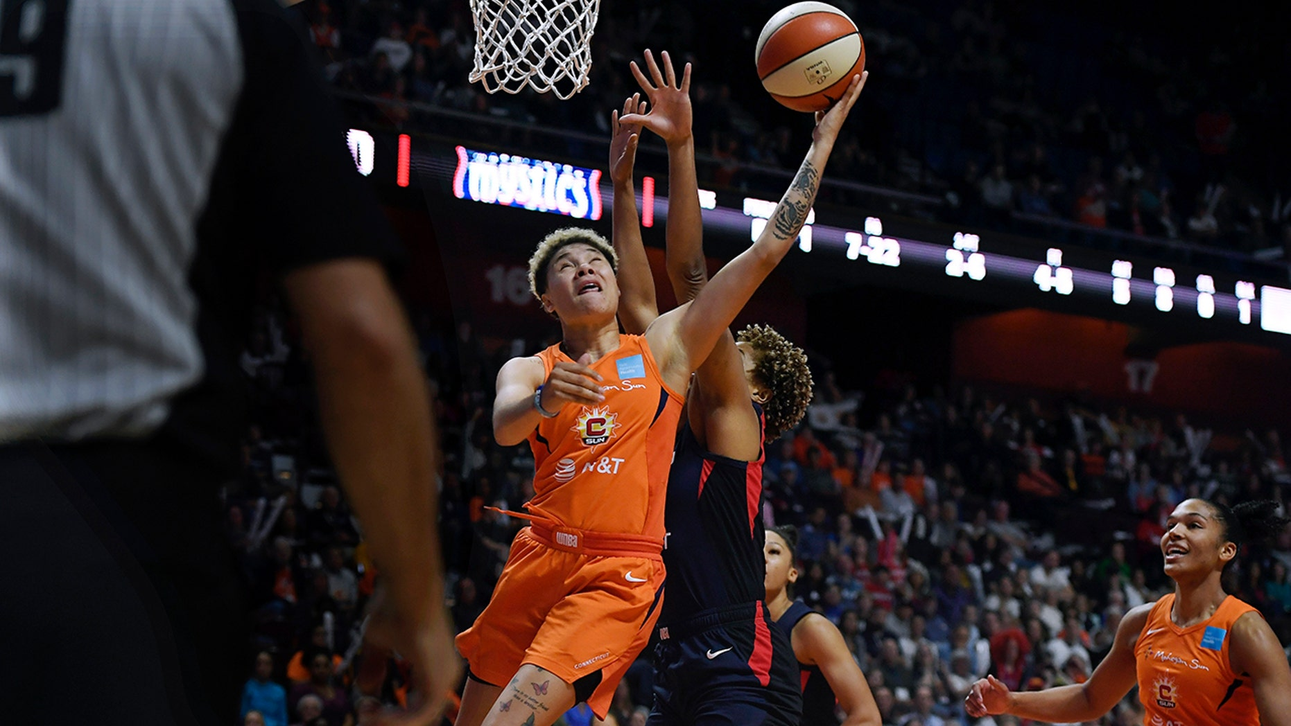 WNBA Finals: Washington Mystics beat Connecticut Sun for first title
