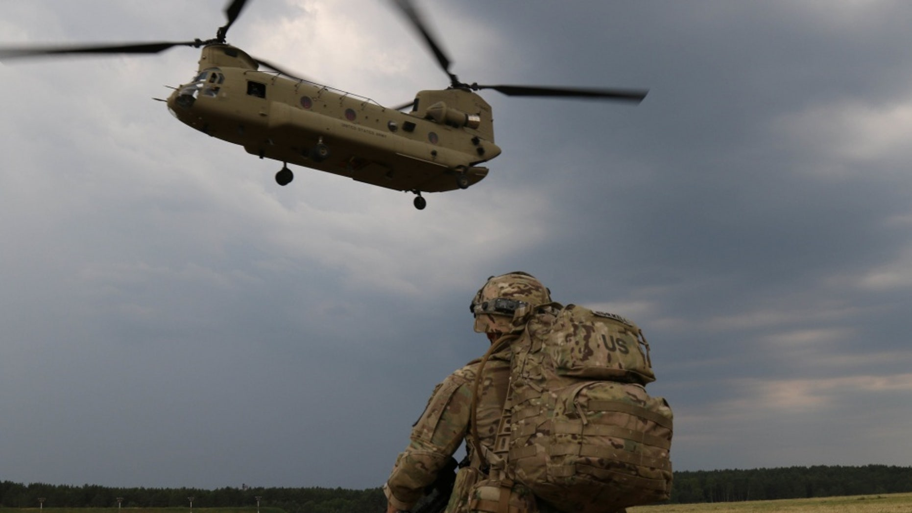 Capt. Gary Gorrel associated with 143 Airborne infantry Regiment from Texas, waits for his chinook to come, the implementation of an air insertion exercise. June, 10 in 2018, with members of the Israeli defense forces, the Italian armed forces and the Polish army for the exercise quick response. Exercise Rapid response 18 was a U.S. army Europe-led multinational exercise in Latvia, Lithuania and Poland - file-photo.
