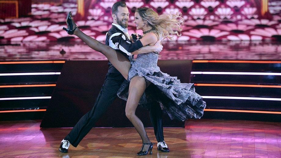 'Dancing with the Stars' crowns Kaitlyn Bristowe, Artem Chigvintsev as Season 29 winners