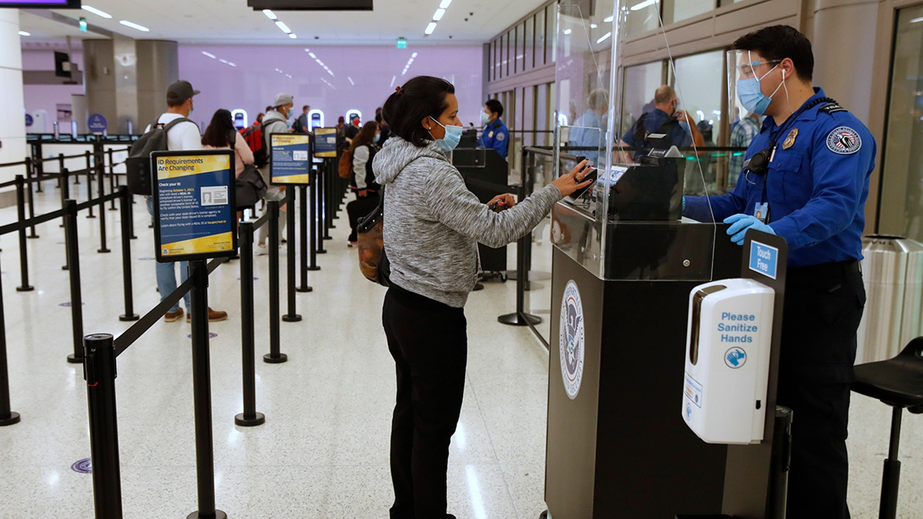Flying for Thanksgiving? TSA offers safety tips for travel during pandemic