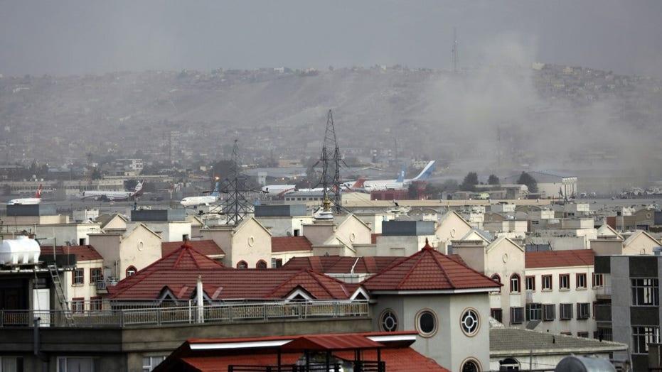 Malcolm Nance di MSNBC sull'attentato suicida a Kabul che ha ucciso almeno quattro marines americani: '#Affrontare'