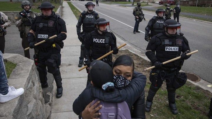Minnesota officer meant to draw Taser, not gun: police