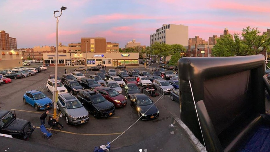 Nyc Diner S Drive In Movie Theater Becomes A Hit With Locals Fox News