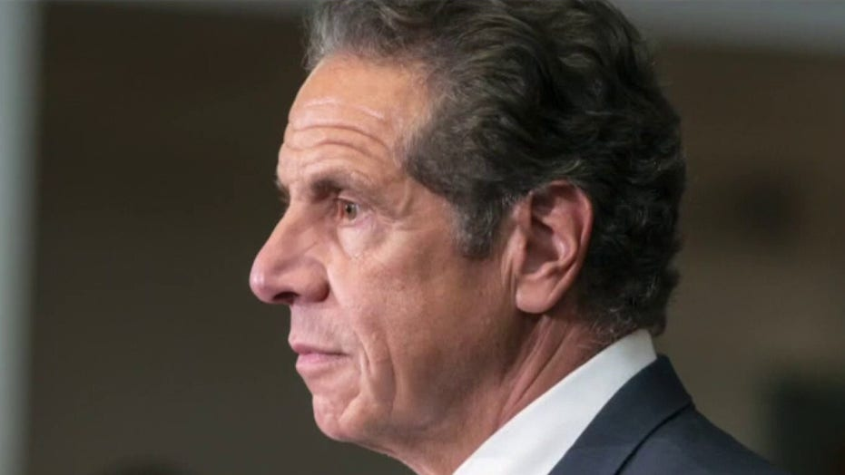Plane flies 'Remove Cuomo' banner above New York state Capitol