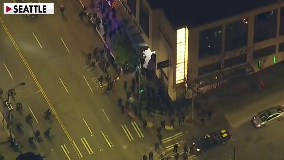 Seattle protesters oppose Biden and police, vandalize buildings, cause other damage: reports