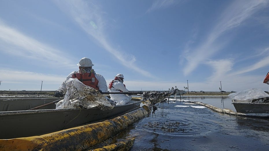 California oil spill: Investigators believe 1,200-foot cargo ship dragged pipeline