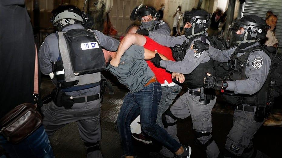 Israeli police, Palestinians clash at Jerusalem holy site