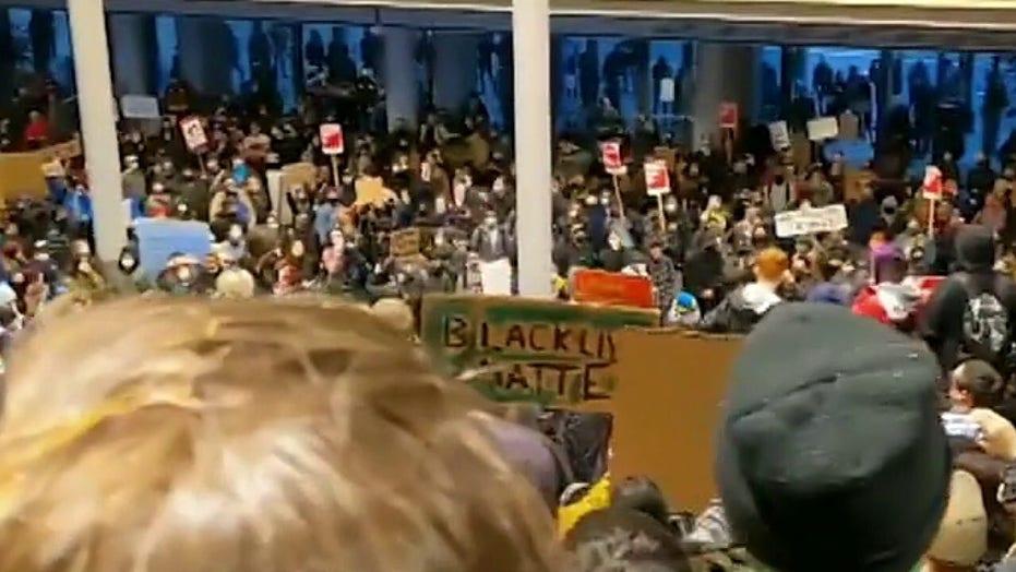 President Trump, Seattle mayor spar over police-free 'autonomous zone'