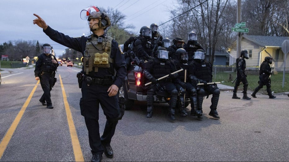 Looting in Minneapolis, National Guard activated after police shooting of Daunte Wright