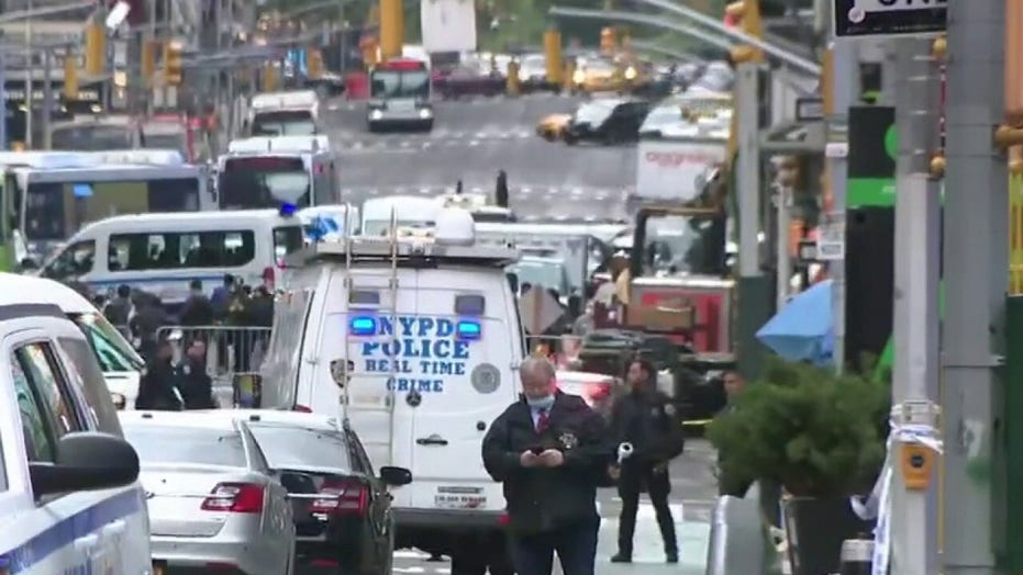 NYC manhunt: Police search for suspects who attacked at least 4 people in 12-minute crime spree