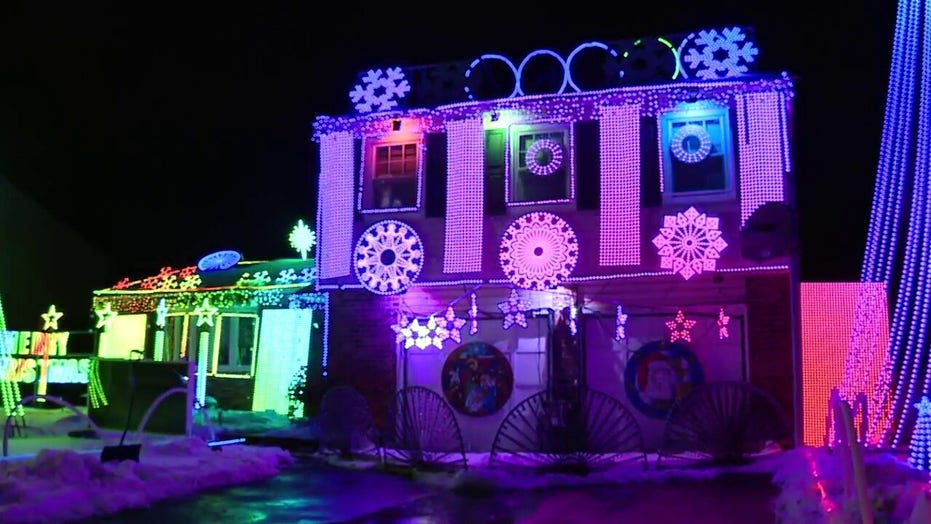 Holiday gift helps Christmas light display's creator see his work differently