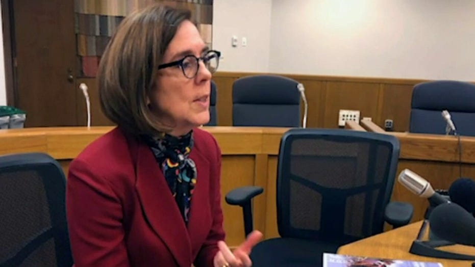 Oregon Gov. Kate Brown announces 2-week coronavirus 'freeze'