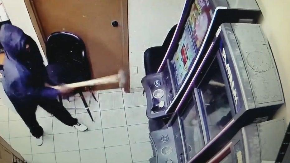 Atlanta suspects use sledgehammmer, crowbar to break open coin machine