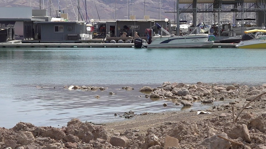 Lake Mead, Hoover Dam face historically low water level