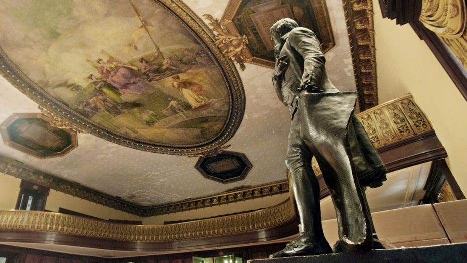 Thomas Jefferson statue to be removed from New York City Chambers, commission rules