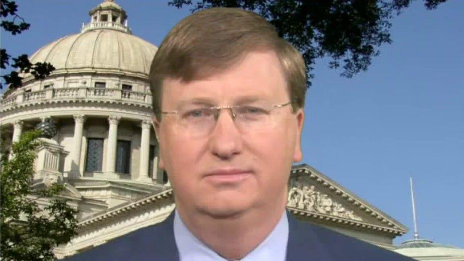 Mississippi parents demand governor ban mask mandates after superintendent overrules school board