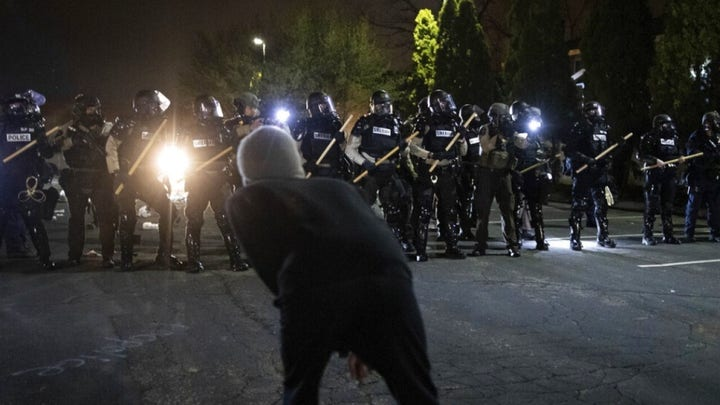 Violent protests erupt in Minnesota after police shoot Daunte Wright