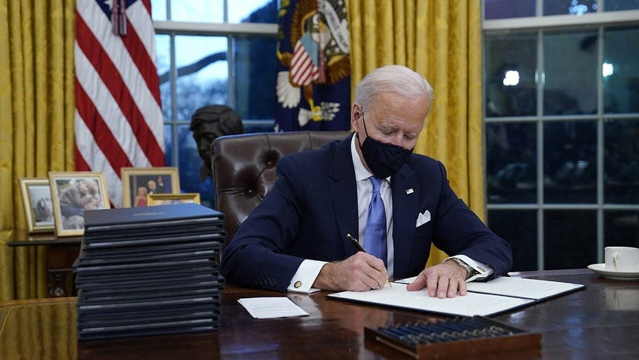 Hawley rips Biden's 40 행정 명령, 'radical policies': 'An attempt to govern by executive fiat'