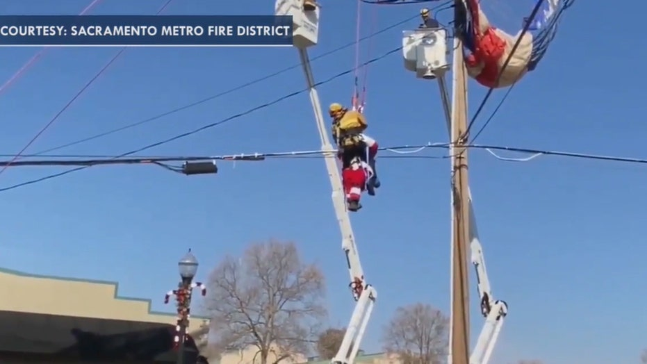 Paragliding Santa in California rescued after getting entangled in power lines